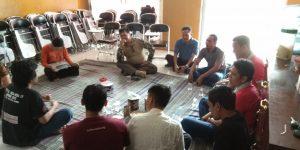 Kepala Dinpermasdes Tutuko Raharjo Beserta Jajarannya dan Rekan-rekan Puspindes Duduk Bersama.